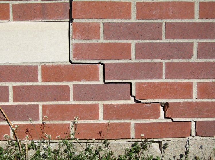 What to Look Out For In Order To Avoid a Cracked Foundation in Troy MI